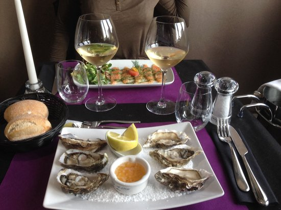 Le lodge : Les six huîtres et le carpaccio de saumon....!!!