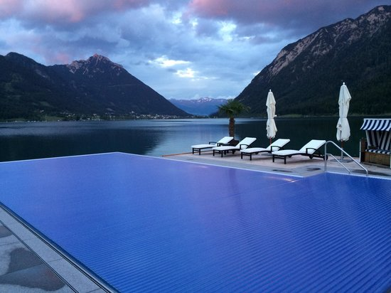 beheizter pool in der neuen seelounge bild von entners am see pertisau tripadvisor. Black Bedroom Furniture Sets. Home Design Ideas