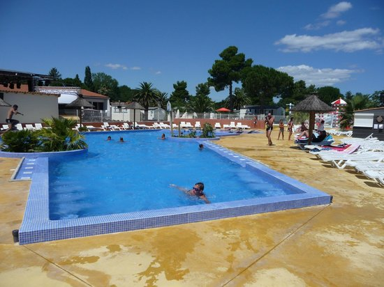 Camping Le Pearl Village Club : piscine