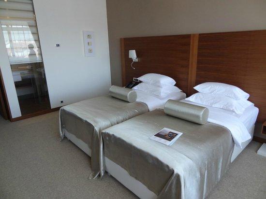 Hotel Aurel : comfy bed
