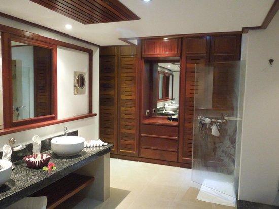 Le Domaine de La Reserve : bathroom
