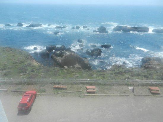 Point Arena Lighthouse : Treacherous Rocks to the West!