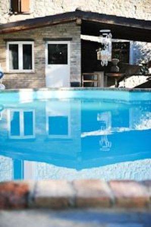 Agriturismo Cascina Battignana : piscina