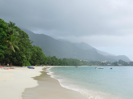 Coral Strand Smart Choice Hotel Seychelles: beach with rain coming