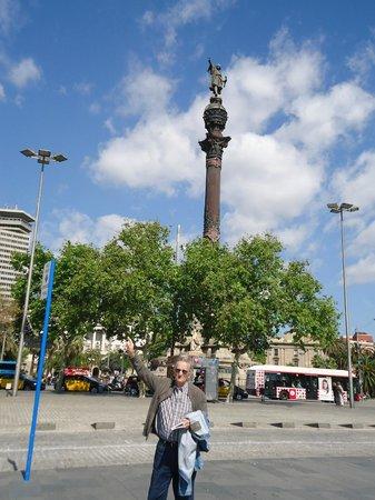 Rambla del Mar: Monumento a Colón.