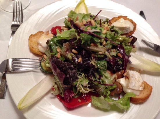 Brasserie Trier : Gemischter Salat mit Ziegenkäse