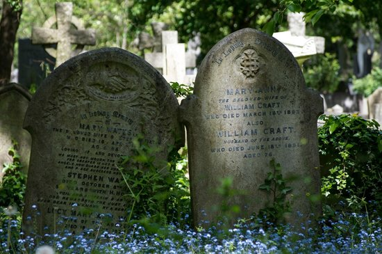Cimitero di Highgate: very old tombstones