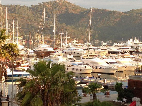 Yacht Boutique Hotel: The view from our balcony at 6:30am