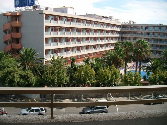 Les Dalies Apartmentos: View, rooms facing front are a little noisy
