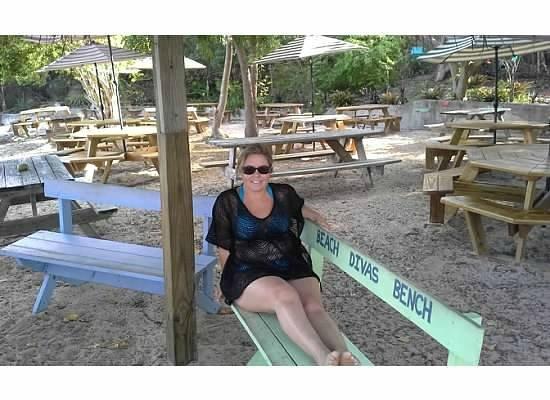 Heidi's Honeymoon Grill : Beach Divas