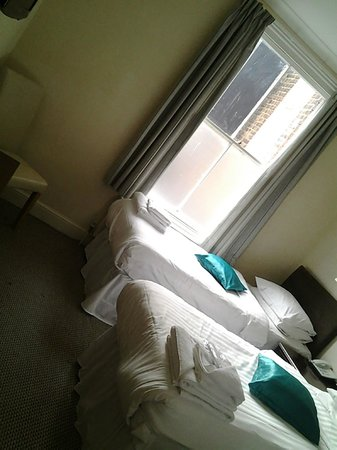 The New County Hotel: Twin Room