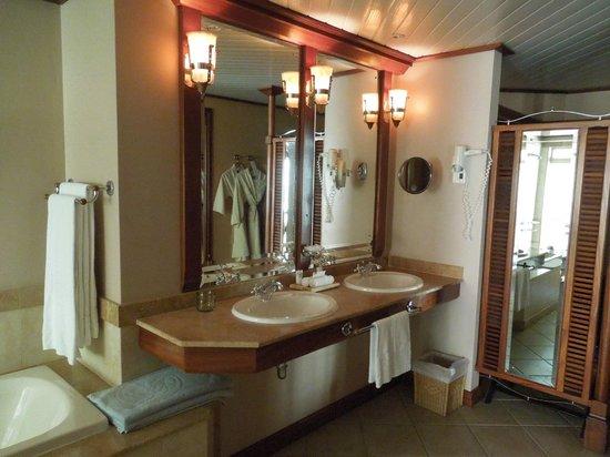 Beachcomber Seychelles Sainte Anne : bathroom