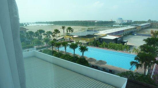 Holiday Inn Melaka : piscina