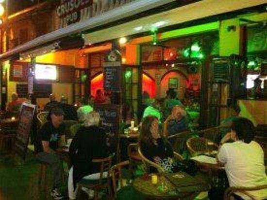 Crusoes Pub Cafe: Crusoes Pub