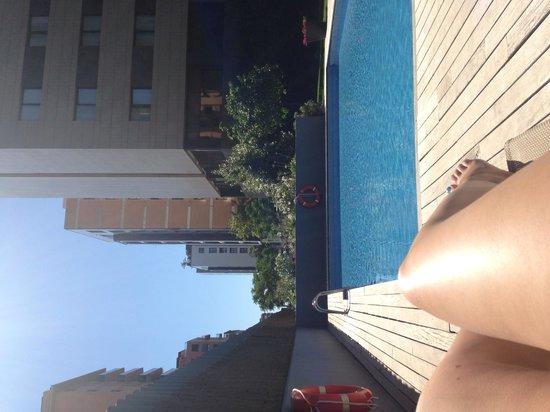 Tryp Valencia Oceanic Hotel: AM Pool!