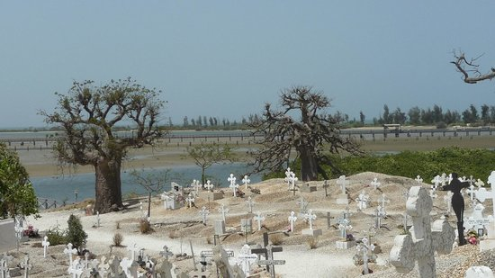 Joal Fadiout : cimetière