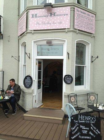 Henrys - The Shabby Chic Cafe: Entrance on Marine Parade