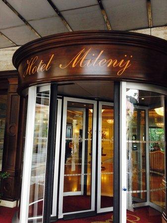 Hotel Milenij: Through the revolving door.