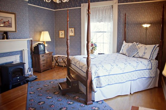 Carriage Inn Bed and Breakfast: The Sunrise Room