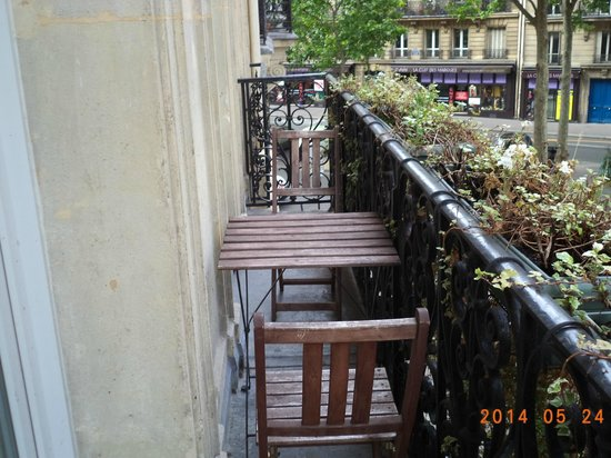 Hotel Sainte Beuve : Table and chairs on balcony