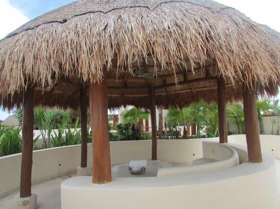 Porto Playa Condo Hotel & Beachclub : palapas 3floor