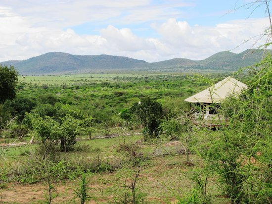 Elangata Olerai Luxury Tented Camp: The tented camp and Masai Mara far in the distance