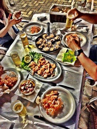 Bar Caloura: Sítio magnífico, comida excelente ;-)