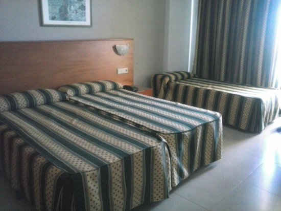 Hotel Puente Real: Habitación doble con cama supletoria