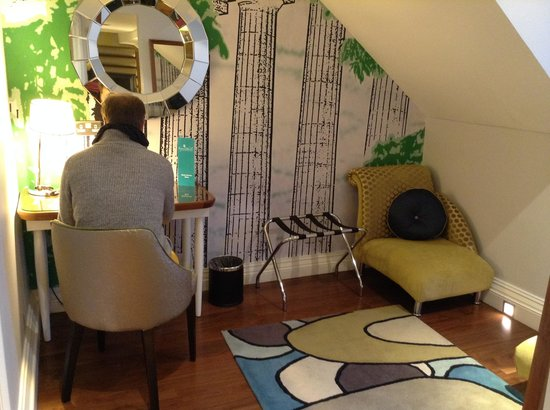 Hotel Indigo Edinburgh: Room on Fourth Floor alcove.