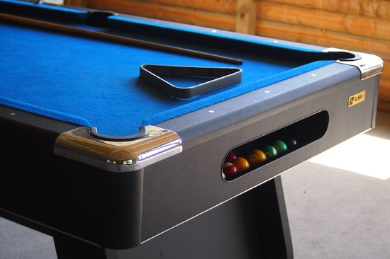 Richmond Caravan and Cabin Park: quick game of 8 ball