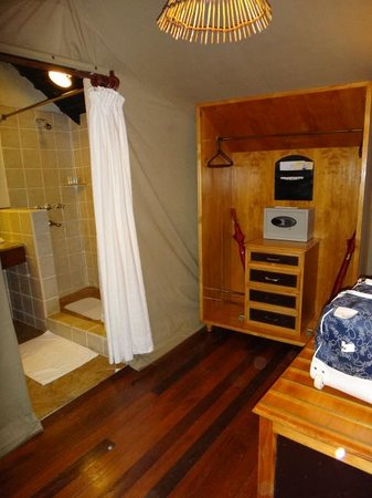 Sarova Mara Game Camp : Closet with Safe