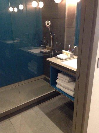 Pullman London St Pancras Hotel: Our bathroom