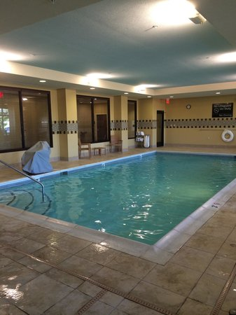 Hampton Inn Indianapolis Northwest - Park 100: Swimming pool was a pleasant temperature, clean and well-lit. Ample chairs and towels.