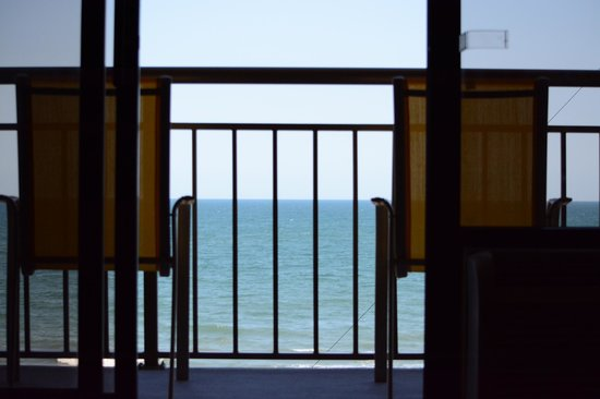 BEST WESTERN Ocean Sands Beach Resort: View from room to balcony to ocean