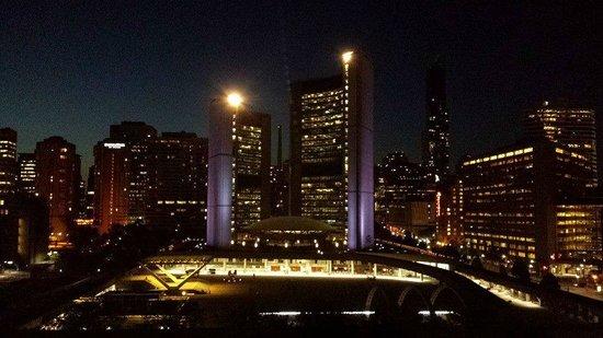 Sheraton Centre Toronto Hotel: View at night time (10:00pm)