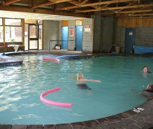 Richmond Caravan and Cabin Park: Solar Heated Swimming Pool