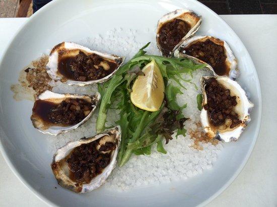 Bluewater Cafe: Sydney Rock Oysters - kilpatrick