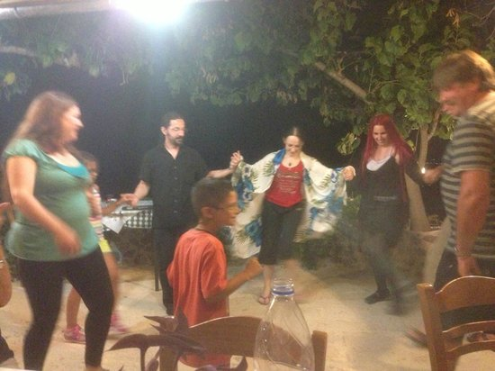 Villa Kapasa: After dinner dancing and music