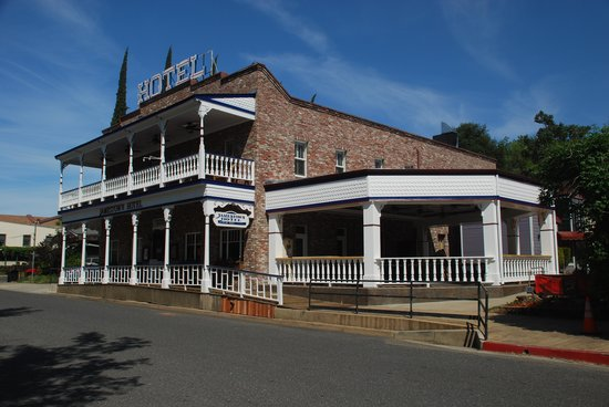 Jamestown Hotel and Restaurant: A fully remolded hotel.