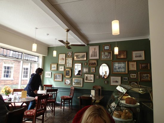Bennett's Cafe & Bistro : Small interior with nine tables