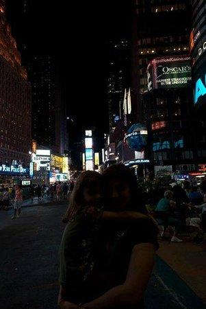 Times Square Visitors Center: Anche se scusa, io e mia figlia a Times Square