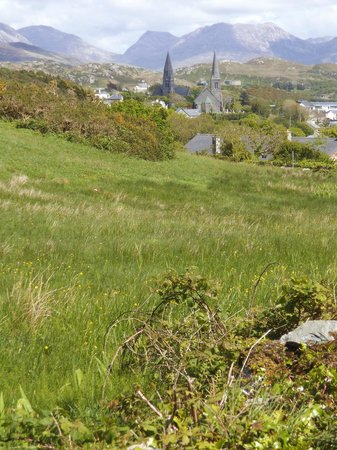 Alcock & Brown Hotel: A View of Clifden from the Sky Road