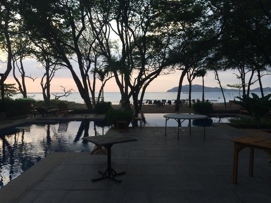Langosta Beach Club : sunset and pool from bar area