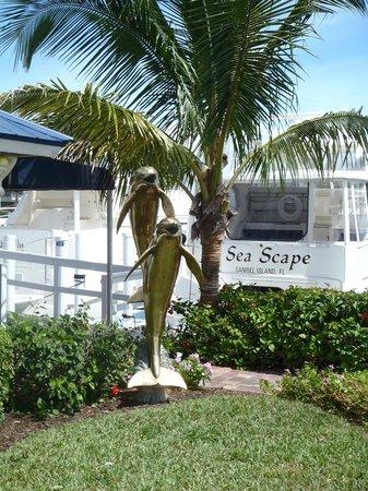 Gramma Dot's Seaside Saloon : Front of restaurant beside marina