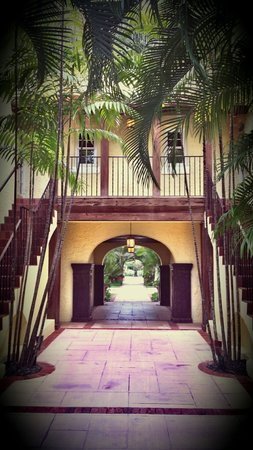 The Brazilian Court Hotel: Archway
