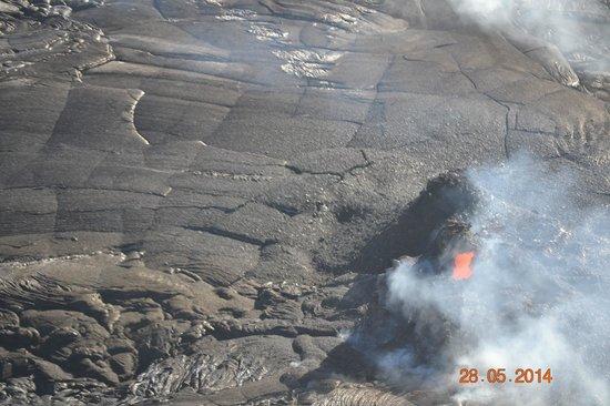 Blue Hawaiian Helicopters - Waikoloa: active lava port