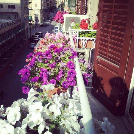 A'to Casa : Balconcino fiorito.