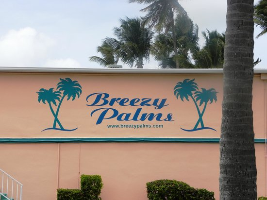Breezy Palms Resort : Sign