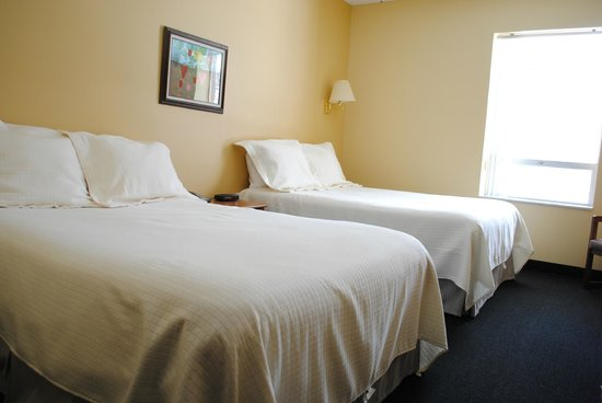 NADA Hotel and Conference Center: Standard Two Double Bedroom