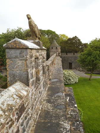 Cahir House Hotel: Along the Walls; Cahir Castle